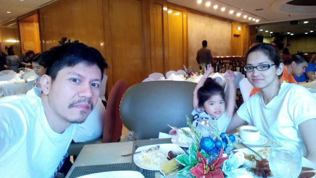 I just realized that I didn't take much photos here. Here's the fambam enjoying the breakfast buffet.