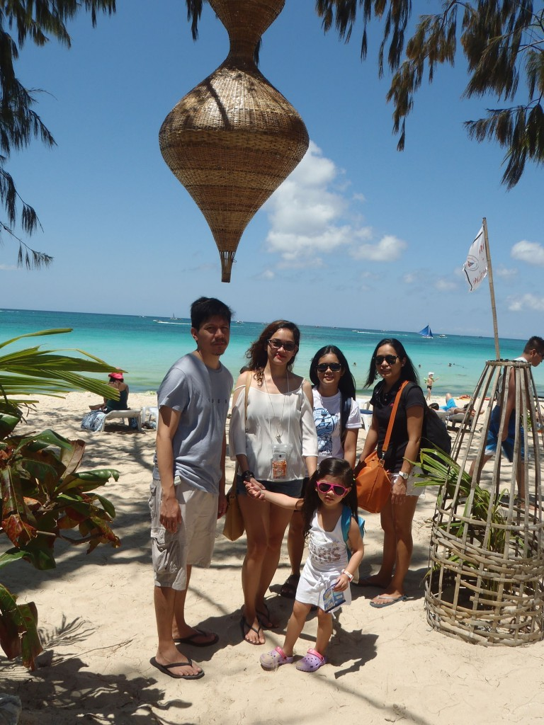 Boracay extended family. L-R (minus Euna): Virgil, Eloisa, Janine, Chinee